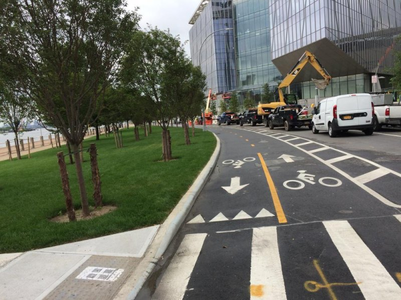 Not much traffic moving, but the East Loop Road behind Cornell Tech is now open. You can run, walk, bike or drive through.