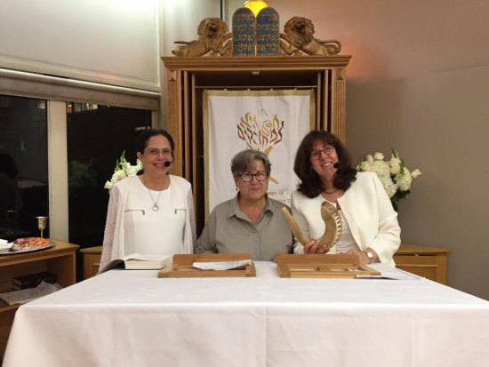 Rabbi/Hazzan Rabbi Leslie Schotz, RIJC President Nina Lublin and Rabbi Leana Moritt address the congregation on Rosh Hashanah