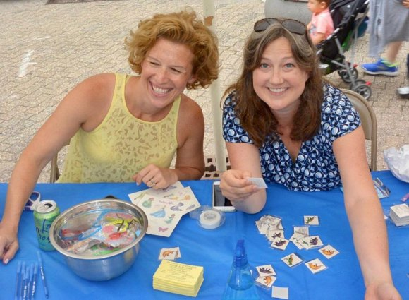 Briana Warsing (L) with Managing Editor Kelly Turner at Main Street WIRE table, Roosevelt Island Day 2017.