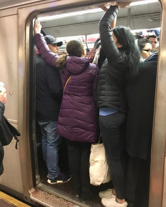 F Train crowding, this week, on Roosevelt Island. Why not reroute a few M Trains?
