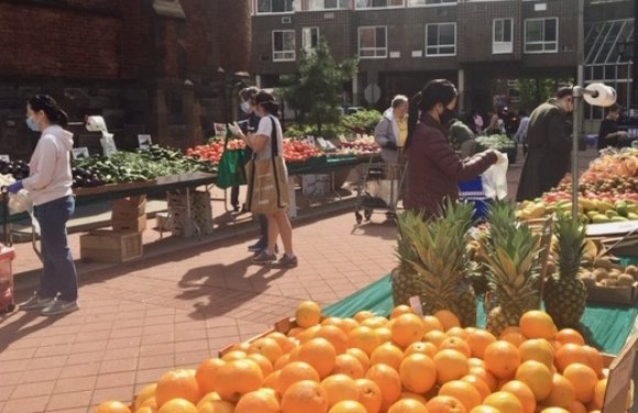 Face masks, gloves, distancing and thoughtful planning return the gifts of the farmers market to Roosevelt Island.