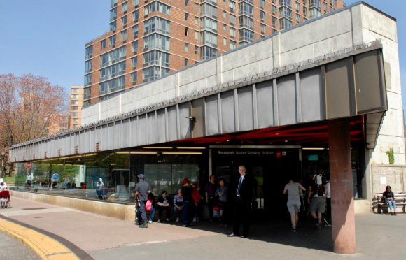 E Trains Serve Roosevelt Island in Both Directions