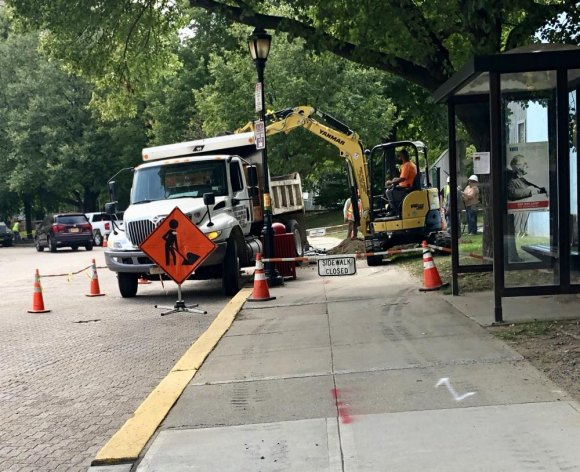 RIOC contractor responds to two weeks of complaints by blocking the entire sidewalk, forcing everyone to walk or ride in Main Street traffic.