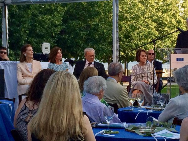 Tom Brokaw with honored guests, Mrs. Franklin Delano Roosevelt Jr., Lt. Gov. Kathy Hochul and Matilda Cuomo