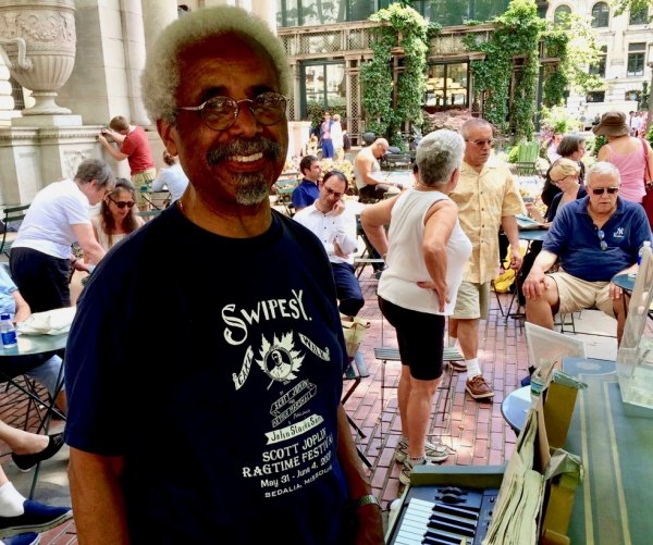 Roy Eaton at Piano in Bryant Park in 2016