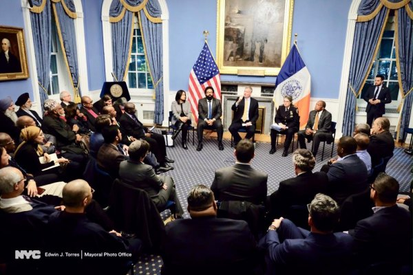 Mayor Bill de Blasio hosts a roundtable with clergy and faith leaders, earlier this week.